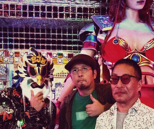 歌舞伎町のロボットレストランで空山さん、寺田さん、RJBさんの3ショット